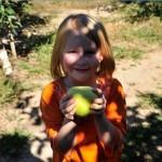 girl-holding-apple