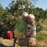 two-little-girls-baskets